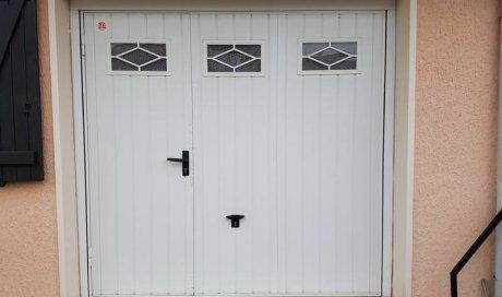 Porte de garage avec portillon à Clermont-Ferrand