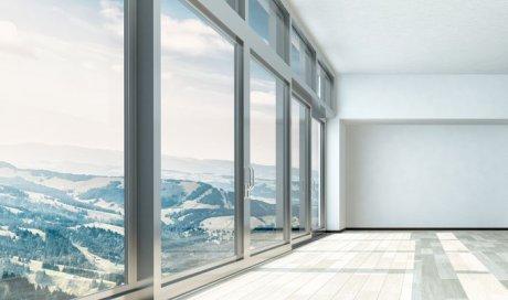 Pose de fenêtre aluminium coulissante