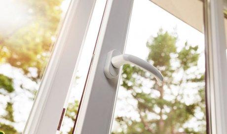 Pose de fenêtre PVC à frappe