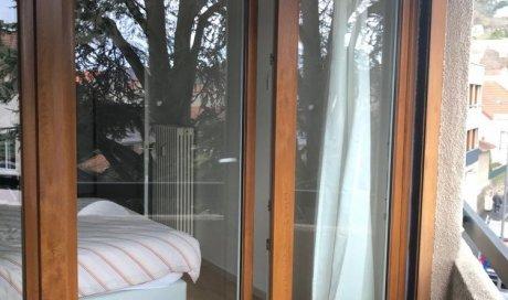 Fourniture et pose d'une porte fenêtre en PVC imitation chêne à Chamalières