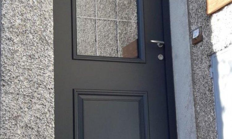 Porte d'entrée en aluminium sur mesure à Ceyrat