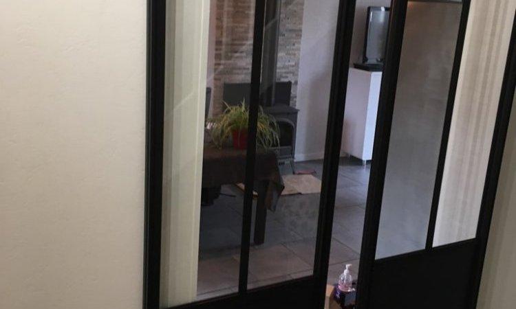 Pose d'une double porte coulissante en aluminium noir à Clermont Ferrand