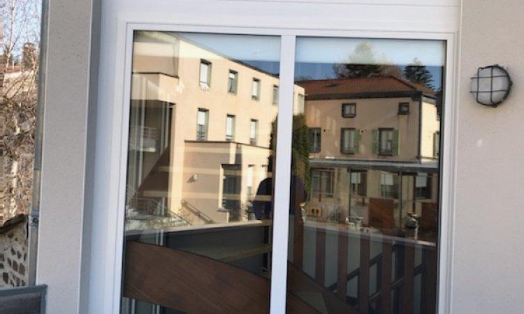 Menuiseries en aluminium blanc avec verre anti-effraction posées à Clermont-Ferrand
