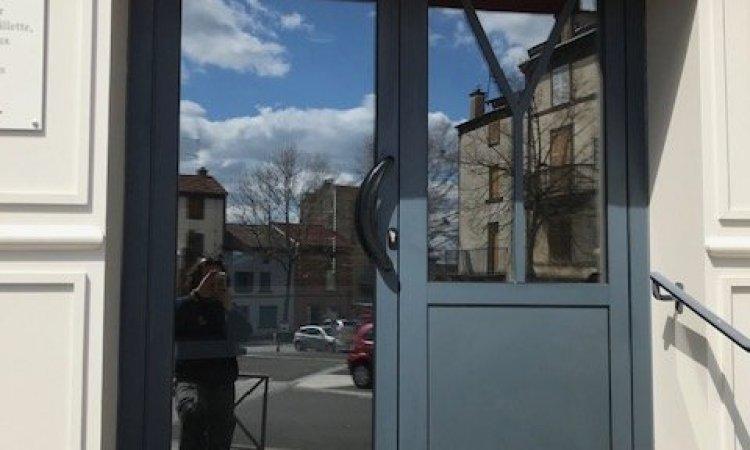 Remplacement porte boulangerie à Volvic