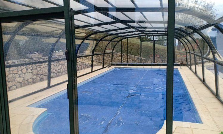 Remplacement de plexiglass alvéolaire sur abris de piscine à Cournon d'Auvergne